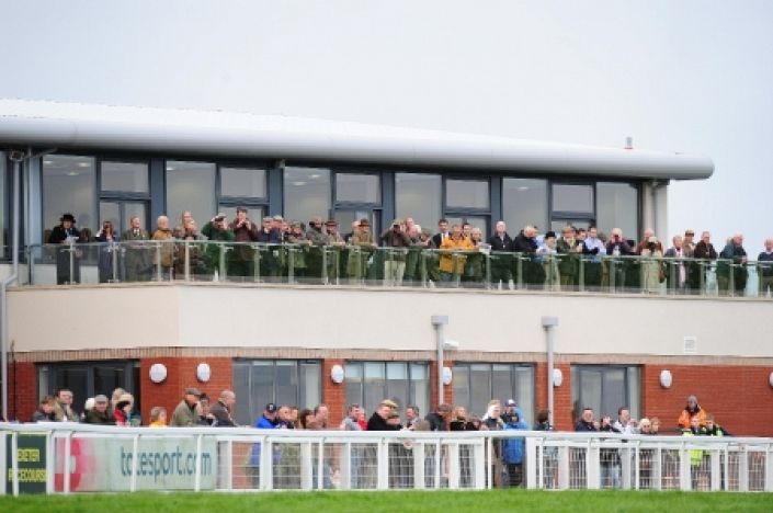 Exeter Betting Odds and Racecourse Guide
