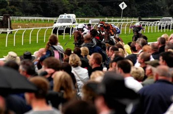 Folkestone Betting Odds and Racecourse Guide