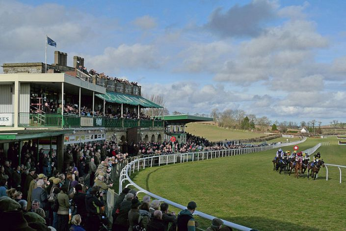 Kelso Betting Odds and Racecourse Guide