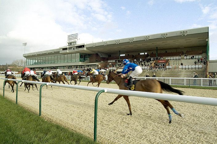 Wolverhampton Betting Odds and Racecourse Guide